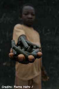 400px-Demobilize_child_soldiers_in_the_Central_African_Republic1-e1360668217287