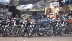 Côte d'Ivoire : quand les « moto taxi » règnent sur Bouaké.