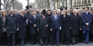 Charlie-Hebdo-Hollande-Sarkozy-et-une-cinquantaine-de-dirigeants-etrangers-dans-une-marche-republicaine-historique